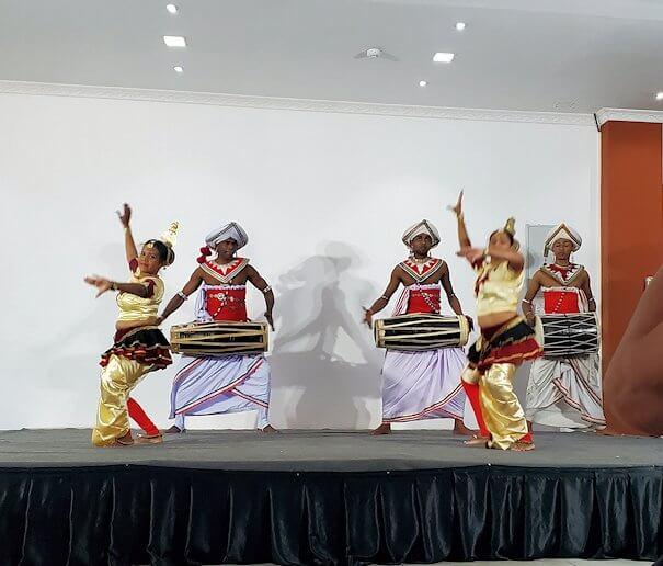 ホテル【Royal Kandyan】でキャンディアン・ダンスを眺める-2