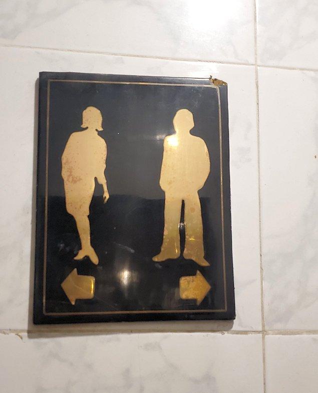 クイーンズホテルのトイレの看板