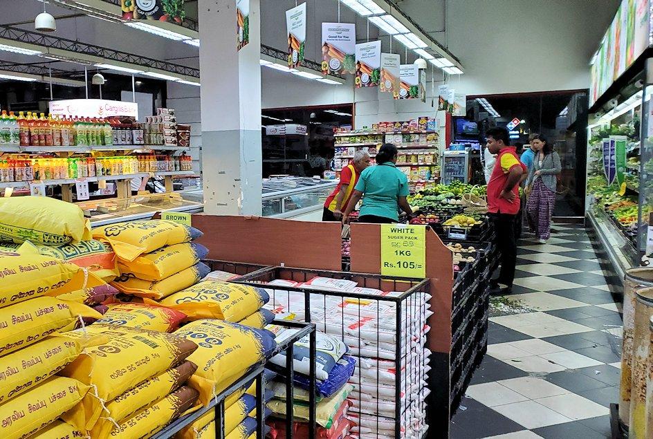 キャンディの街で入ったスーパー【Cargills Food City】の様子-2