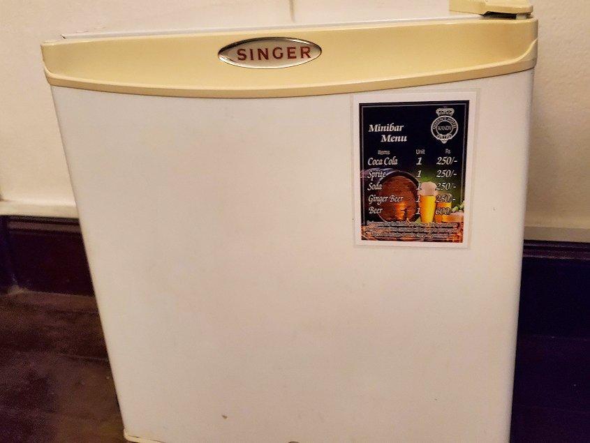 クイーンズホテルの部屋内にあった冷蔵庫