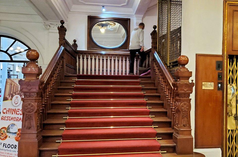 キャンディのクイーンズホテルの階段