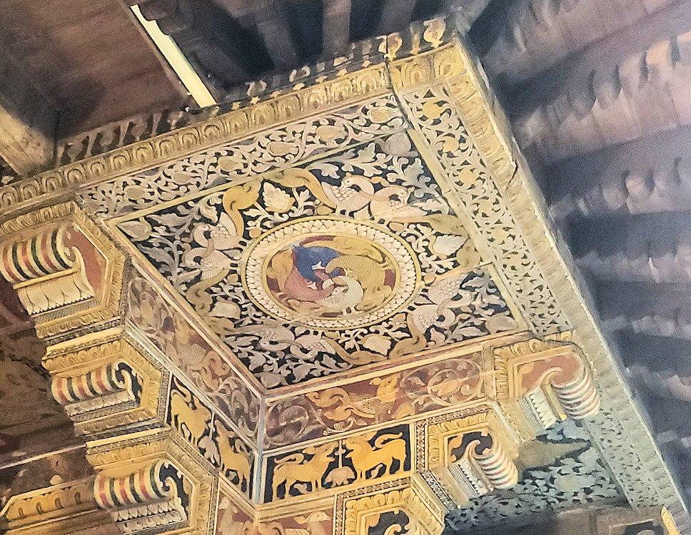 キャンディの仏歯寺の建物の裏に描かれている絵