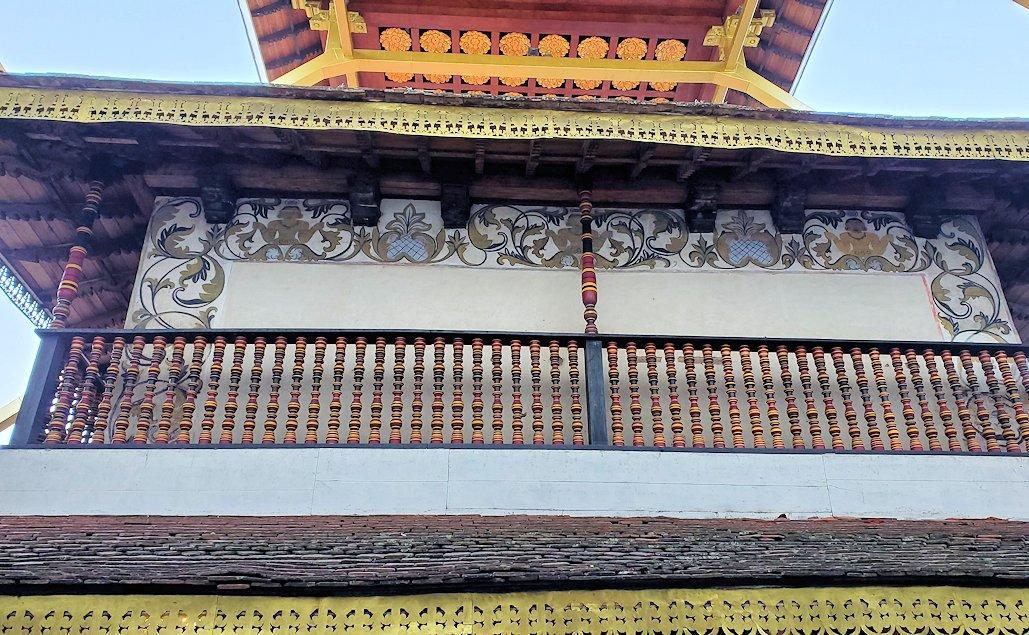 キャンディの仏歯寺の本堂裏側を眺める-2