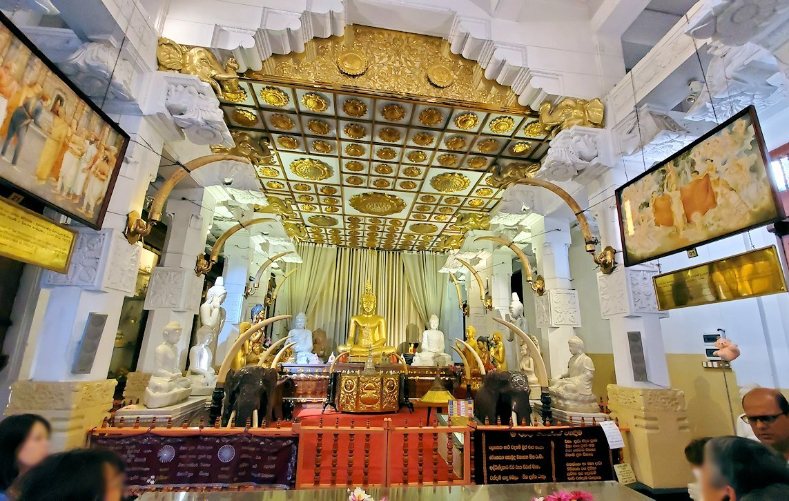 キャンディの仏歯寺にある礼拝堂-2