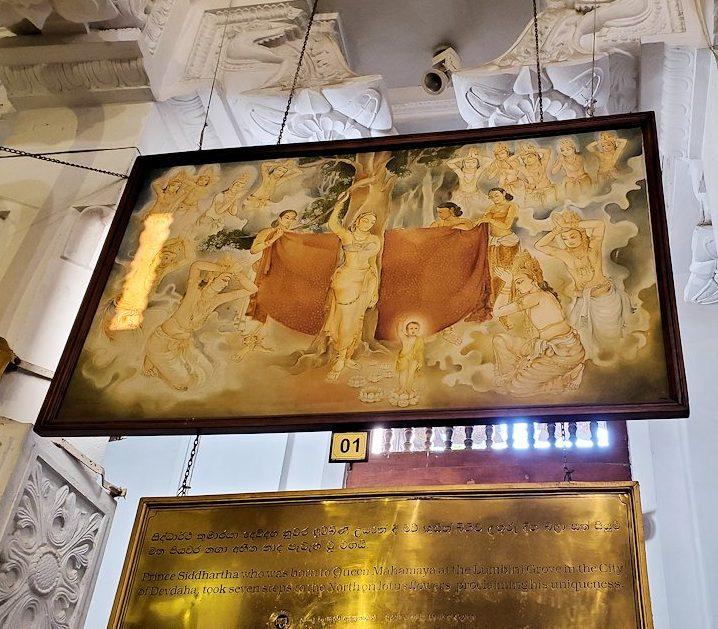 キャンディの仏歯寺の礼拝堂に飾られているお釈迦様の逸話が描かれている絵-3