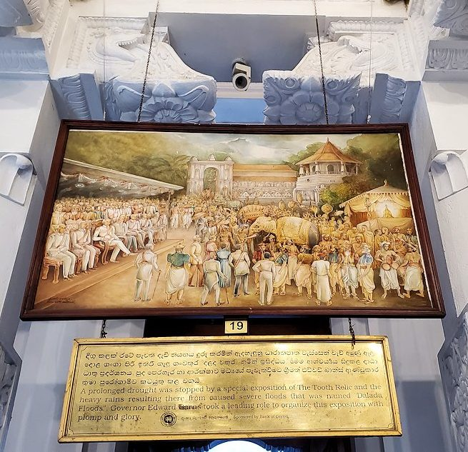 キャンディの仏歯寺の礼拝堂に飾られているお釈迦様の逸話が描かれている絵-4