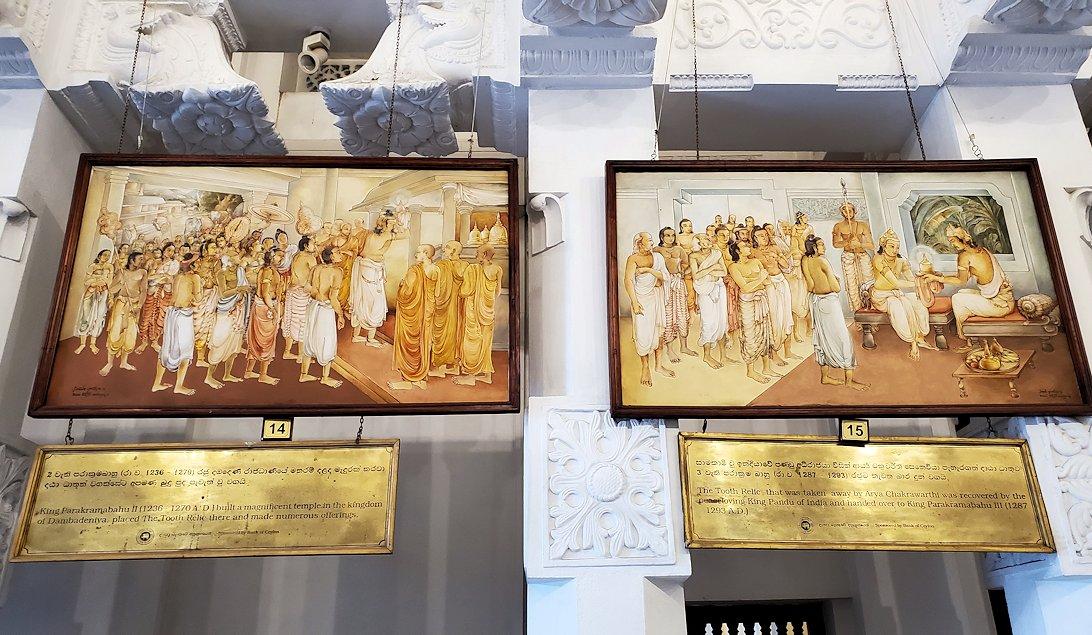 キャンディの仏歯寺の礼拝堂に飾られているお釈迦様の逸話が描かれている絵-5