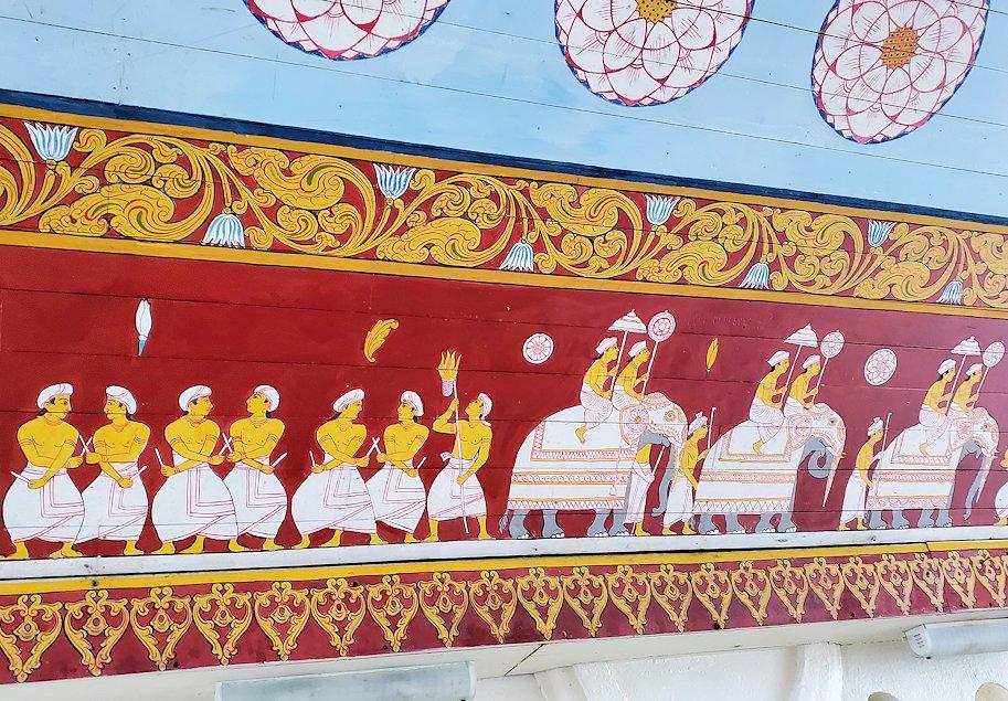 キャンディの仏歯寺でペラヘラ祭の時にゾウが待機している場所-2