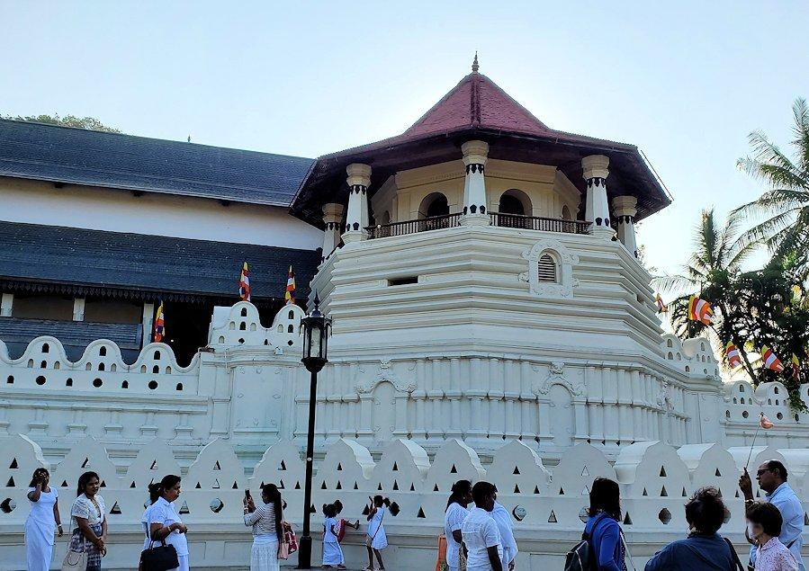 キャンディの仏歯寺の正面建物