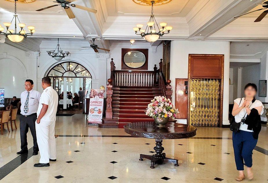 キャンディのクイーンズホテル内のロビー