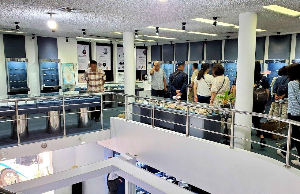 キャンディの近くにある宝石専門店に展示されていた、宝石などの原石コーナー-2