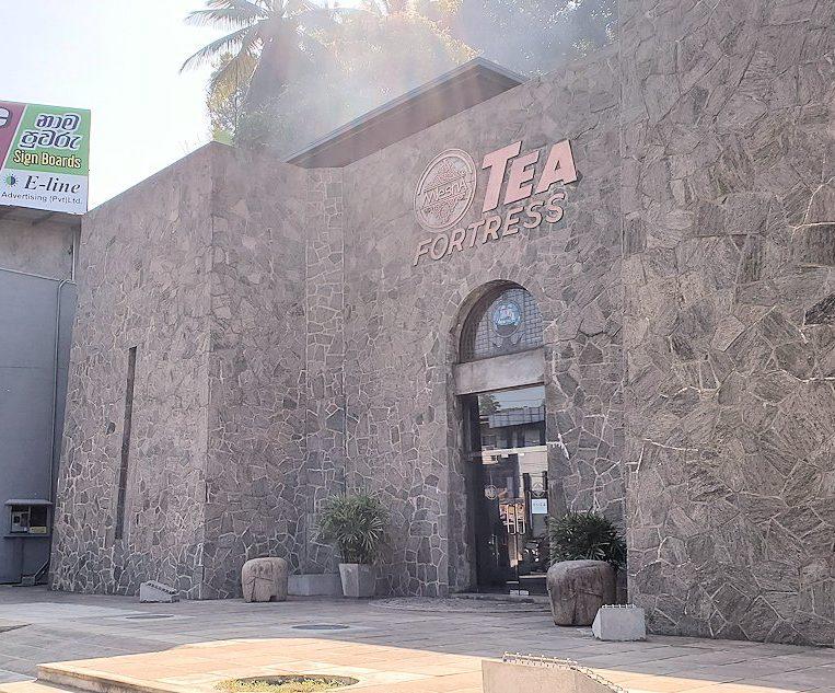 キャンディの街近くにある「ムレスナ・ティー」の建物