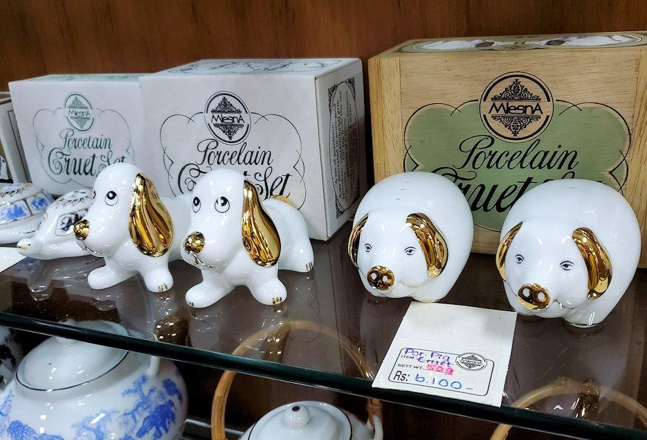 「ムレスナ・ティー」内のお店に置かれていた紅茶のポット