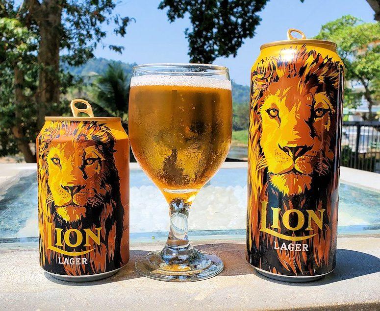 ピンナワラの川沿いにあるレストランでライオンビールを飲む-2