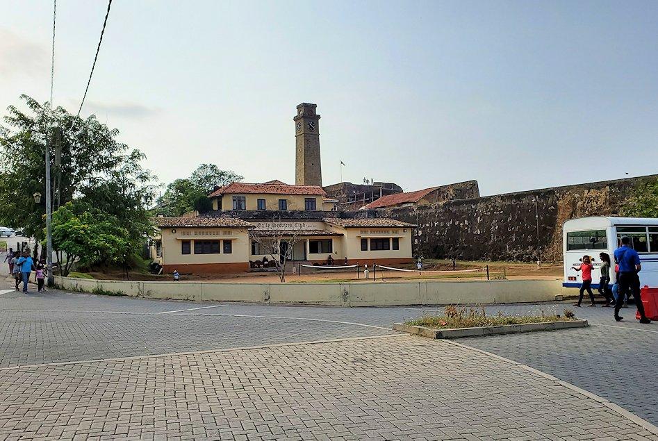 スリランカ:ゴールの旧市街地から見える灯台