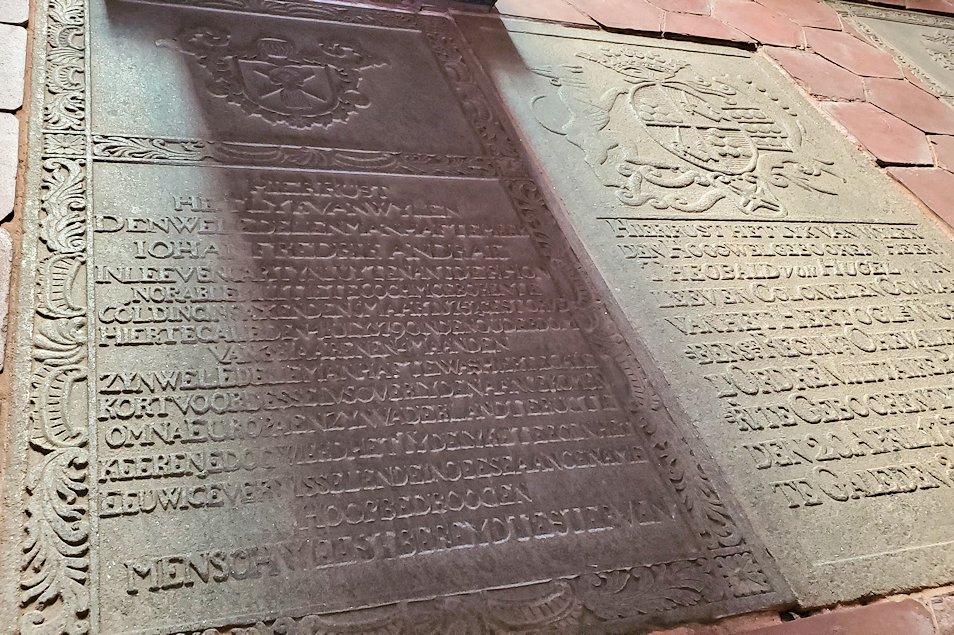 スリランカ:ゴールの旧市街地にあるオランダ教会の床にある墓石-3
