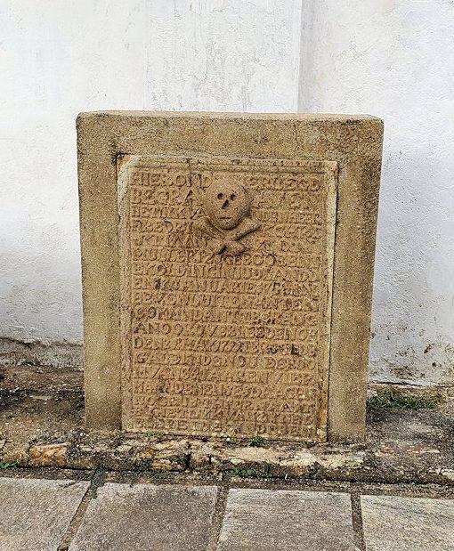 ゴールの旧市街地のオランダ教会にある墓石