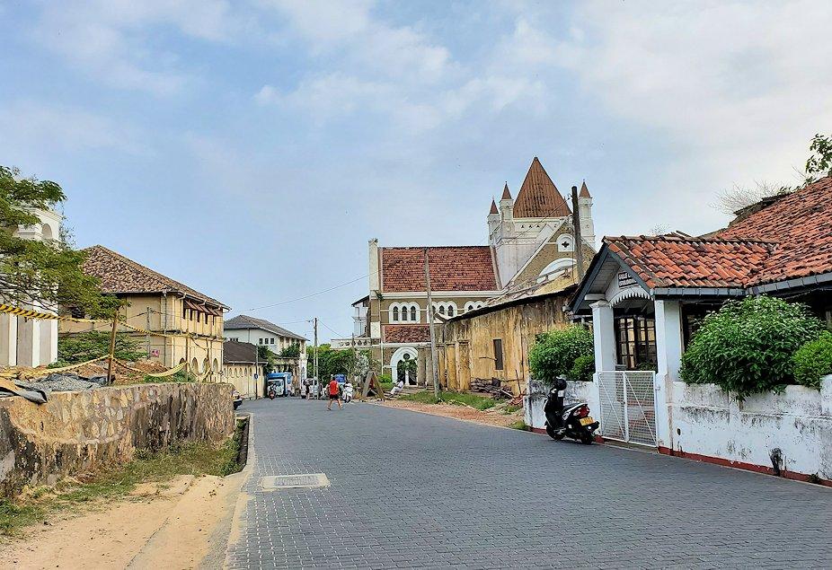 ゴールの旧市街地に立ち並ぶ建物の景色