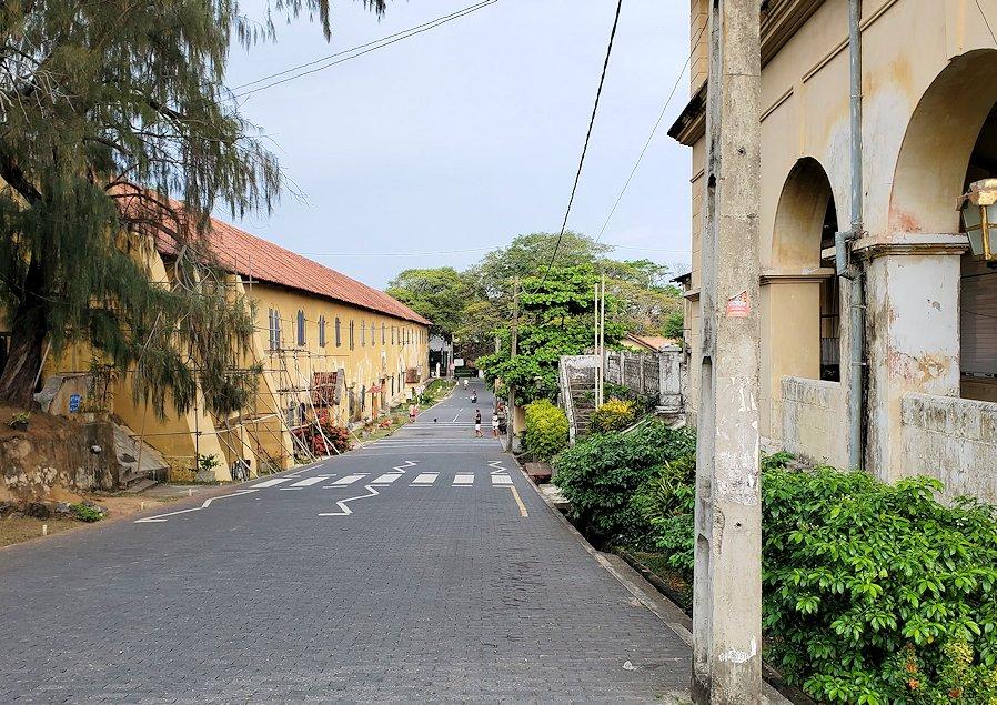ゴールの旧市街地に立ち並ぶ建物の景色-3