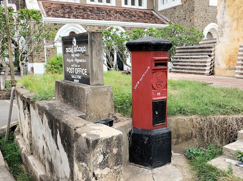 ゴールの旧市街地にあった郵便局跡の建物-2