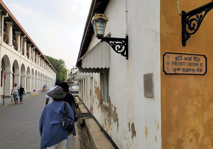 ゴールの旧市街地の建物などを見ながら進みます