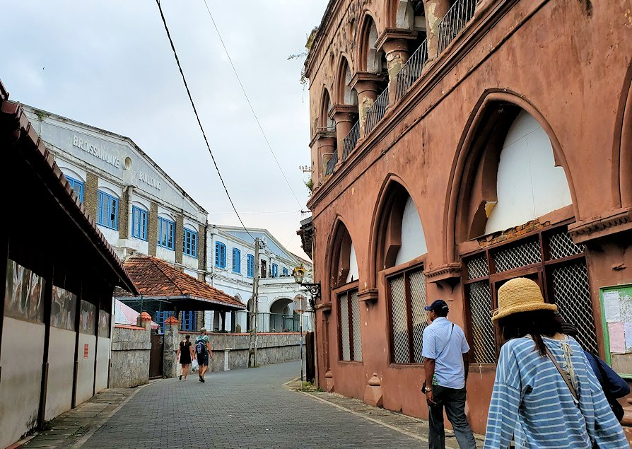 ゴールの旧市街地の道を歩いて見えた、建物など-3