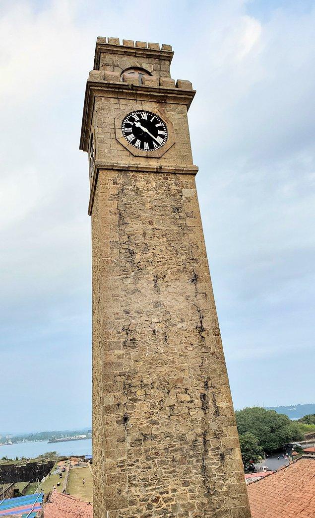 ゴールの旧市街地を一周して要塞跡に建つ時計台