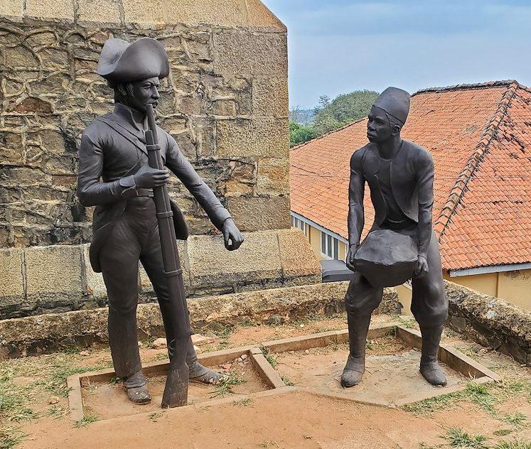 ゴールの旧市街地を要塞跡にある、イギリス兵と奴隷の像
