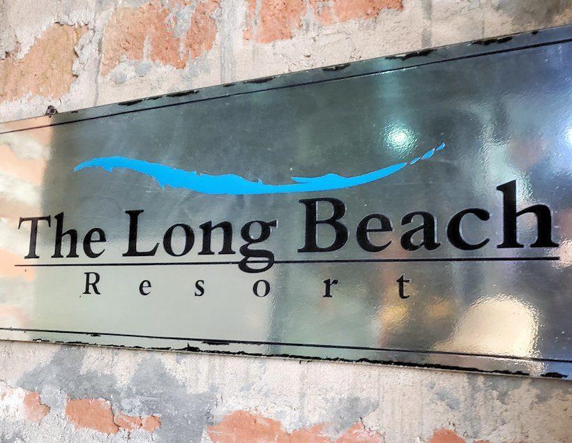 ゴールの街にある【ホテル】ザ・ロング・ビーチ・リゾートの正面入り口にある看板