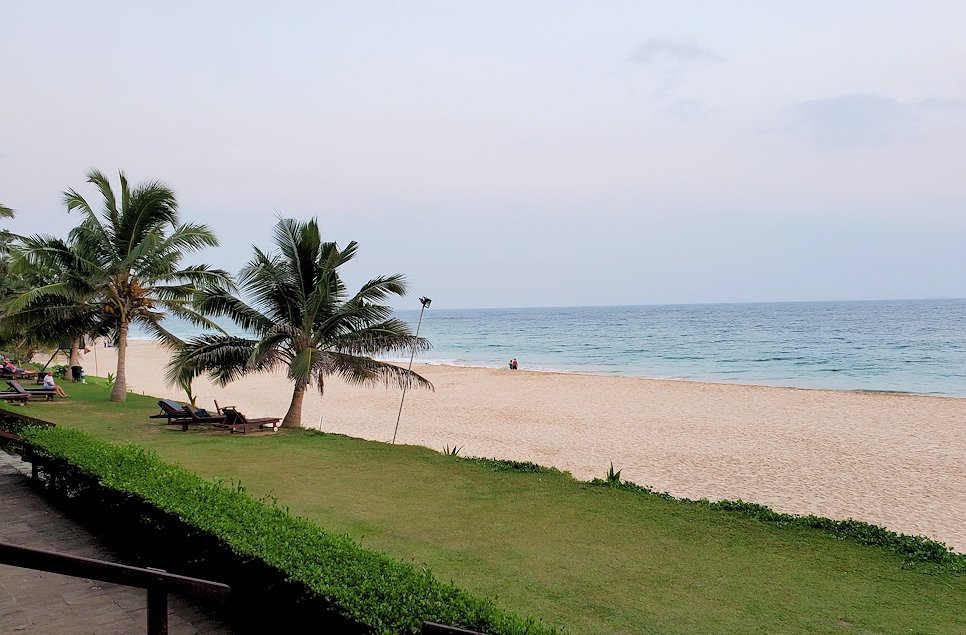 ゴールの街にある【ホテル】ザ・ロング・ビーチ・リゾートから行けるビーチ-2