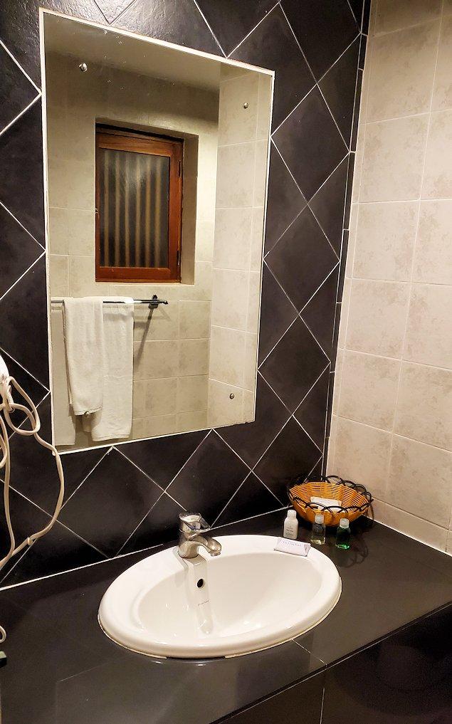 ゴールの街にある【ホテル】ザ・ロング・ビーチ・リゾートの部屋のお手洗い