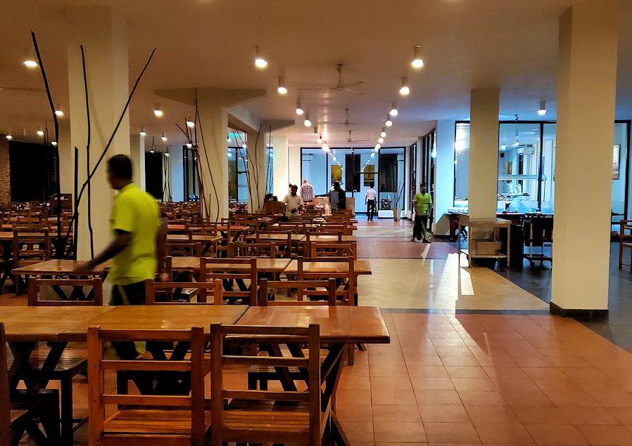 【ホテル】ザ・ロング・ビーチ・リゾートのレストラン会場-2