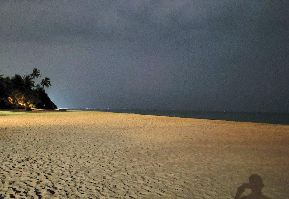 夜のザ・ロング・ビーチ・リゾートのビーチの景色-2