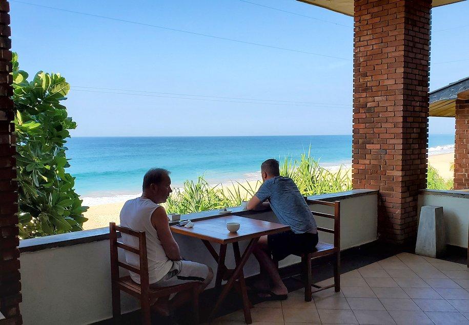 「ロング・ビーチ・リゾートホテル」でインド洋が見える朝食会場