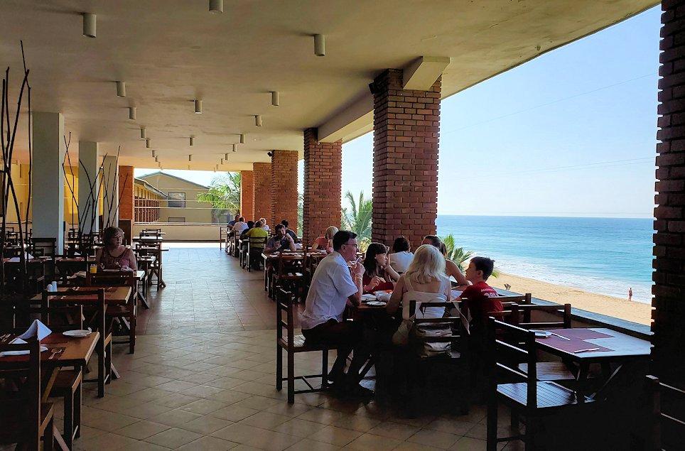 「ロング・ビーチ・リゾートホテル」でインド洋が見える朝食会場-2