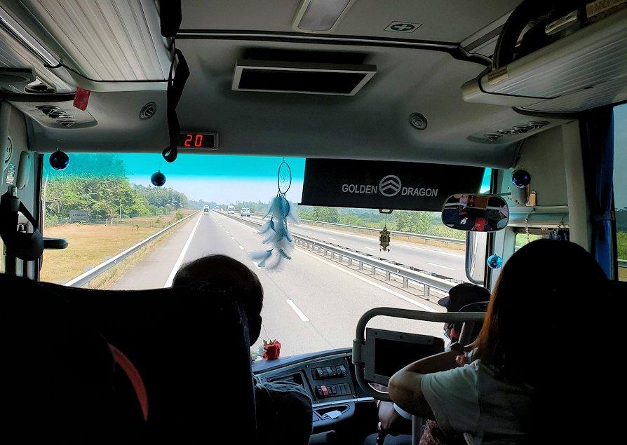 再びゴールとコロンボ間を繋ぐ高速道路を走る
