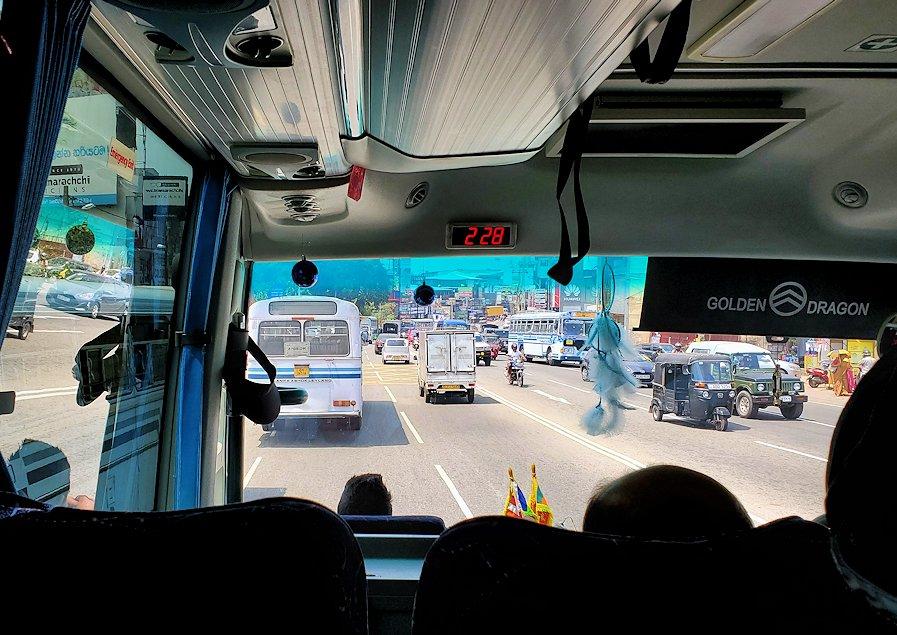 再びゴールとコロンボ間を繋ぐ高速道路で、あっという間にコロンボ付近に到着