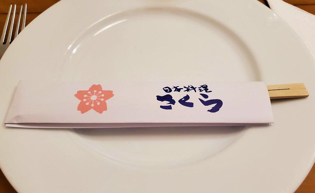 コロンボの街近くにある日本食レストランの「SAKURA(さくら)」のお箸