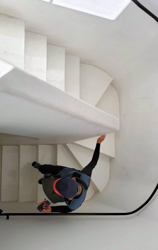 ジェフリー・バワの自宅跡のベランダ部分から階段を降りる