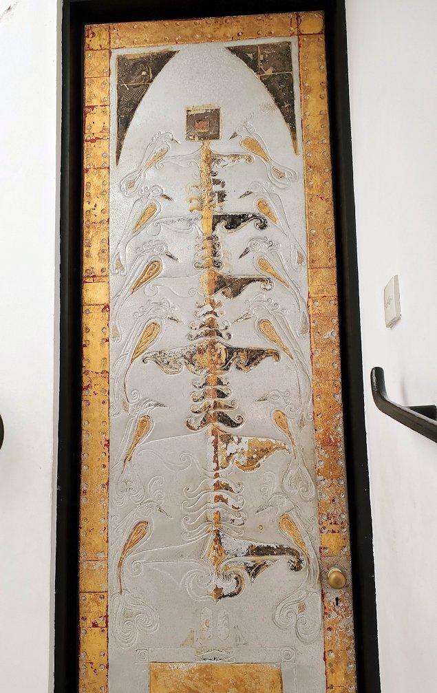 ジェフリー・バワの自宅跡のベランダ部分から階段を降りる途中に飾られていた絵