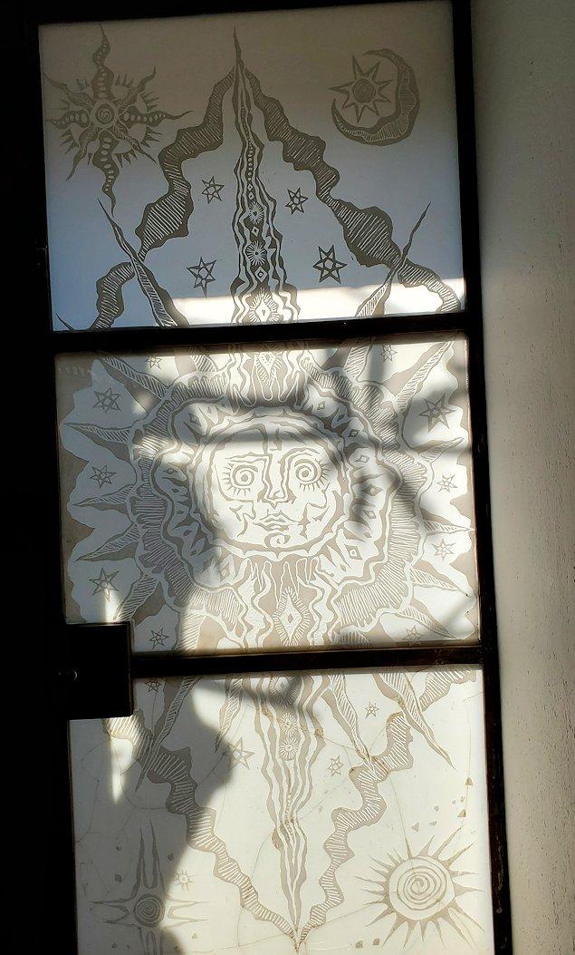ジェフリー・バワの自宅跡の玄関部分にあった、模様の入ったガラス