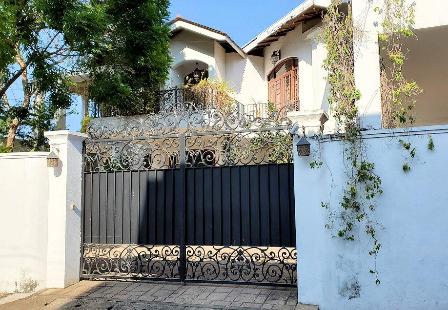 ジェフリー・バワの住んでいた高級住宅街にあった邸宅