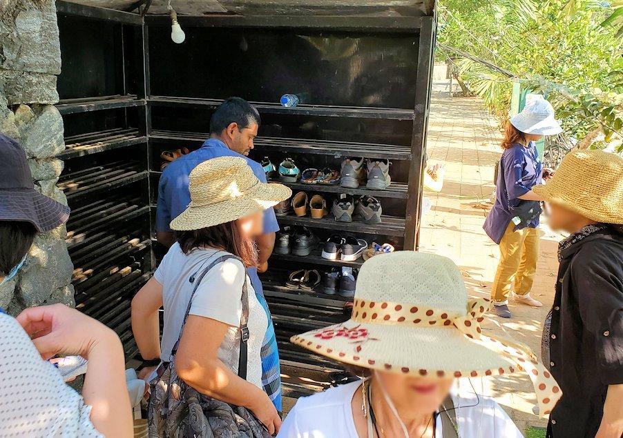 ジェフリー・バワが設計したコロンボ市内にあるシーマ・マラカヤ寺院の靴置き場