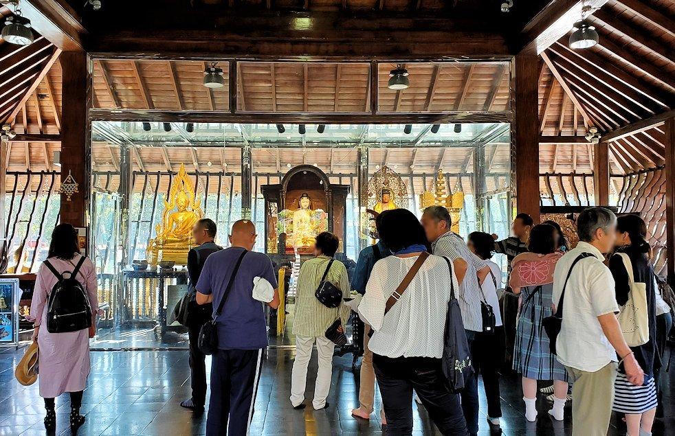 シーマ・マラカヤ寺院の本堂内の景色