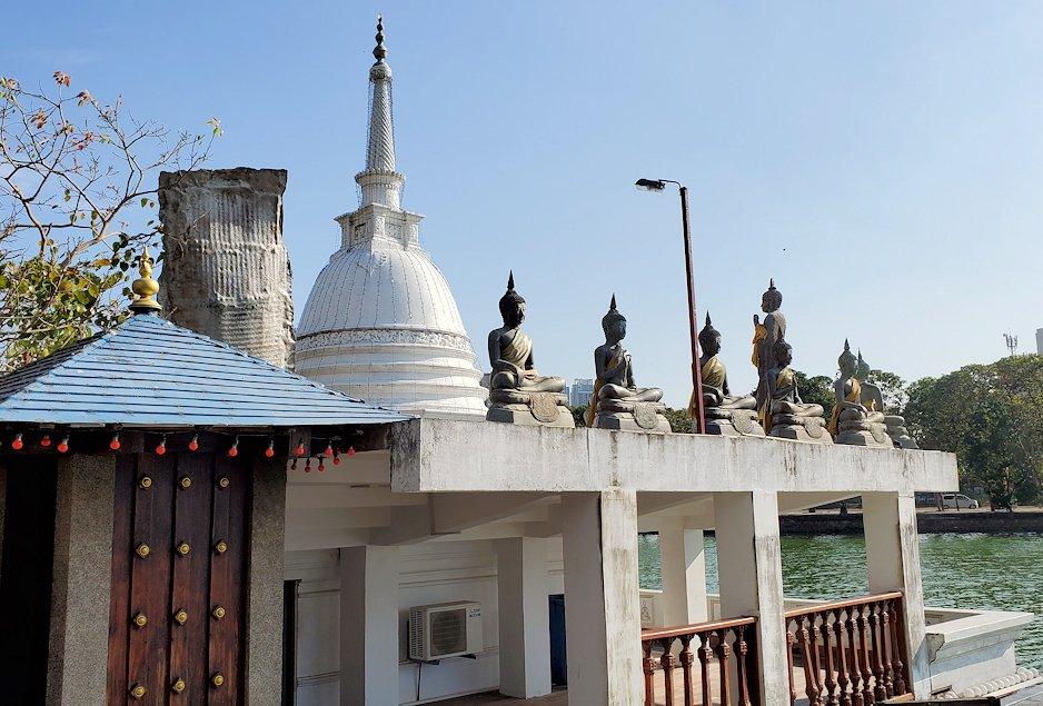 シーマ・マラカヤ寺院にある仏塔