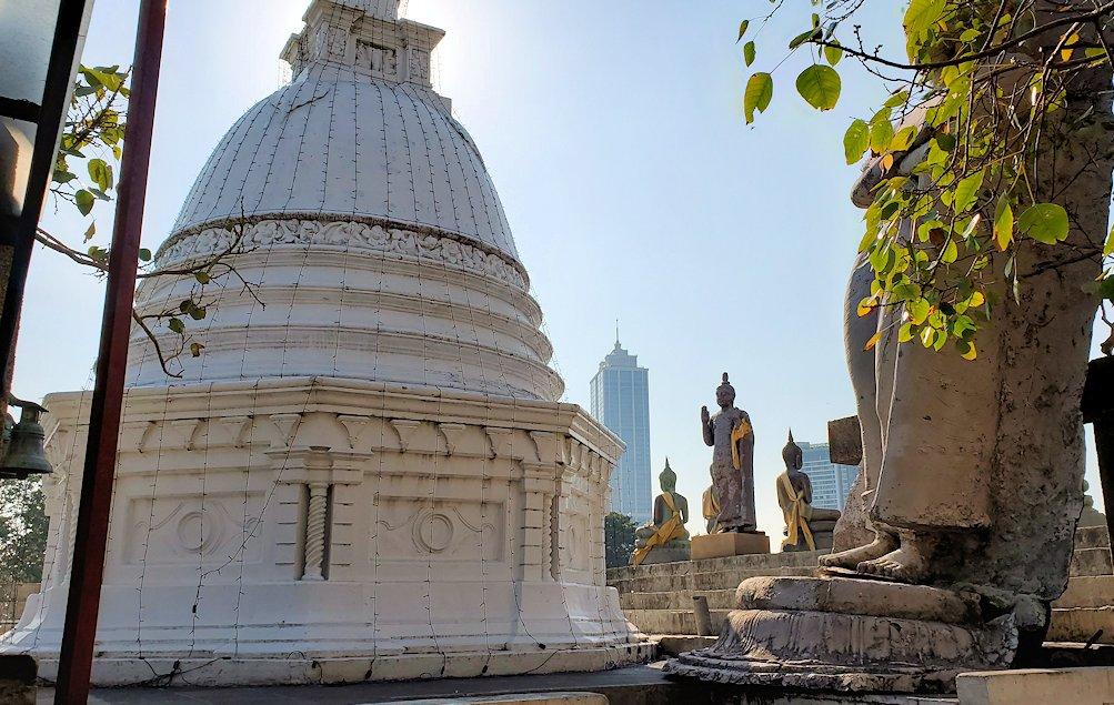 シーマ・マラカヤ寺院内に置かれていた仏像たち-3