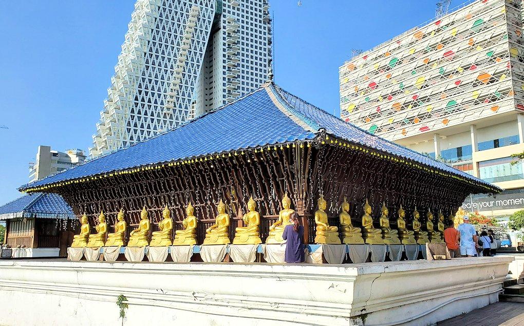 シーマ・マラカヤ寺院の本堂