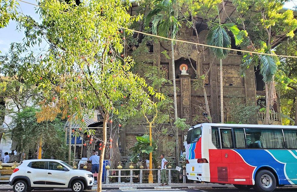 コロンボ(Colombo)市内にあるガンガラーマ寺院の建物