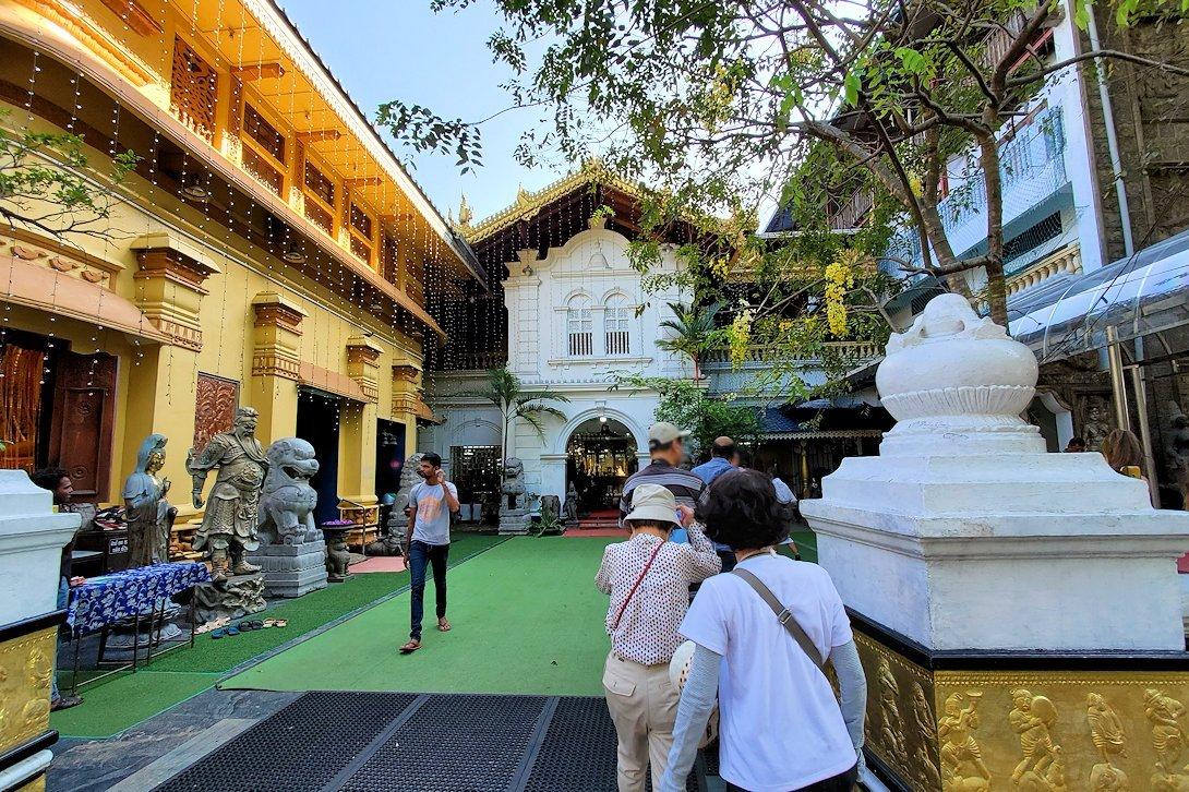 コロンボ(Colombo)市内にあるガンガラーマ寺院の入口
