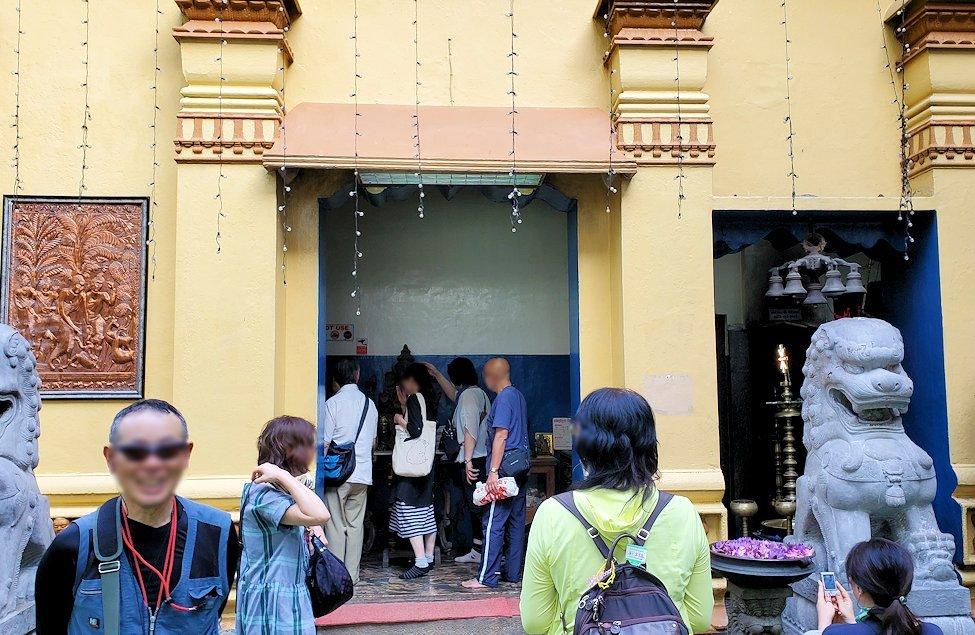 コロンボ市内のガンガラーマ寺院の建物入口